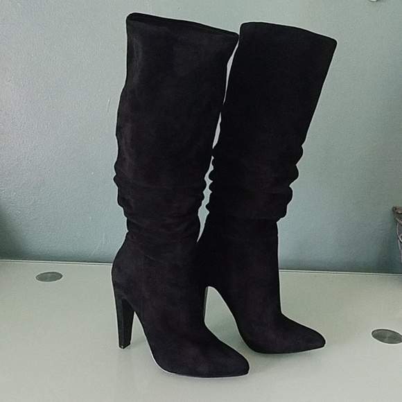 bfd5ead01d5 Steve Madden Suede Carrie Boots. M 5bb7b69ebaebf6d6a5aebedf